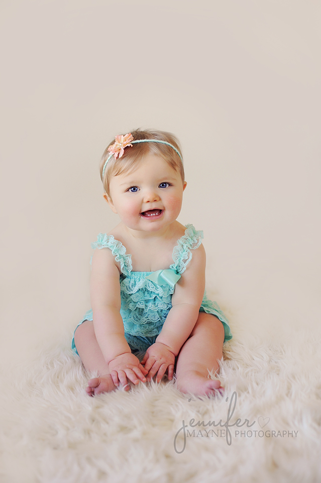Jennifer-Mayne-Photography-Georgetown-78628-Austin-Baby-Milestone-Photographer-Kylie-6-months-lace-romper